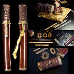 この拵は、信濃国(長野県)の松代藩(松代移封以前の真田家/松代藩主真田家十代)で作られたもので、松代拵と言われるものです。 金具がすべて真鍮で作られるのがその特徴です。Sanada Yukimura Matsushiro Domain Koshirae (sword mountings)