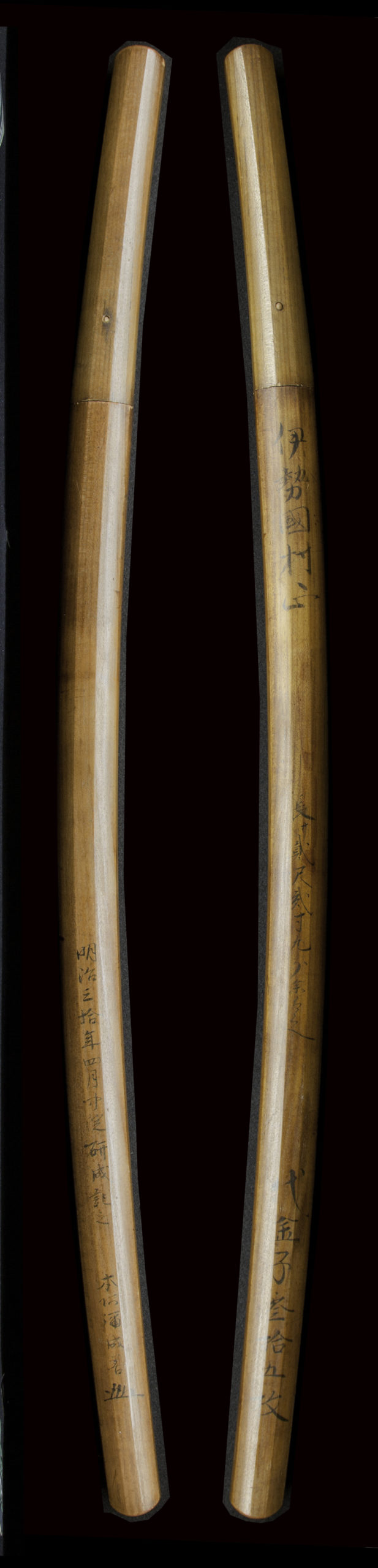 "Muramasa (村正, born before 1501), commonly known as Sengo Muramasa (千子村正), was a famous swordsmith who founded the Muramasa 初代村正(村正、1501年以前に生まれ)、通称""千子村正""は村正派を創設した有名な刀工でした。"
