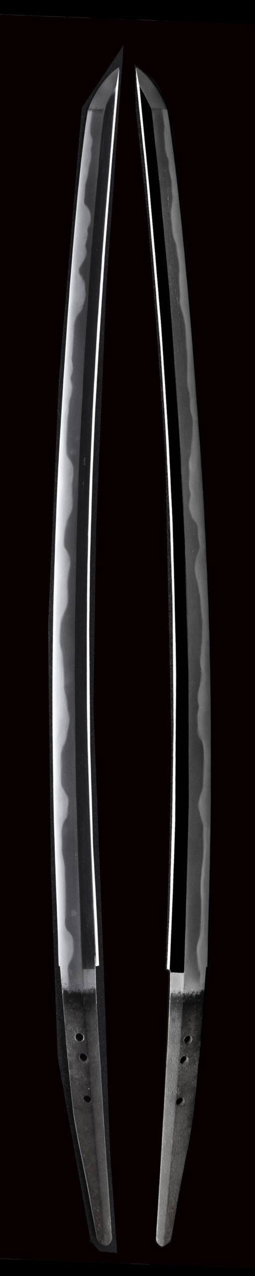 今回出品の村正は鞘書きは本阿弥成善、鑑定書は正真です。 千子村正の特徴である表と裏の刃文が揃い茎がタナゴ腹茎である。 For Muramasa exhibited this time, the sheath writing is Hon'ami Narizen, and the appraisal report is genuine This is the characteristic of Muramasa. The front and back swords are the same. The stem is a unique tanago abdominal stem.