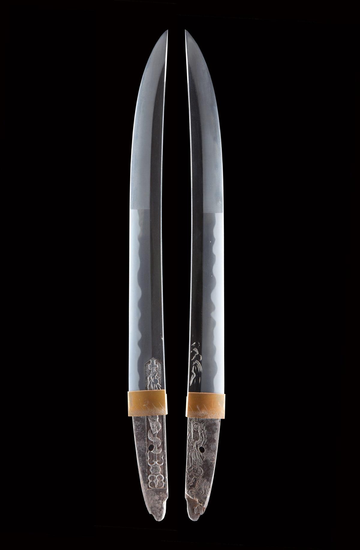 低めの「素銅」ハバキ。薩州仁礼正真(文化1804年-1818年頃)は 薩州礼五郎も同名で伯耆守平朝臣正幸の門下。 ねむい刃を焼き、出来がどことなく師の伯耆守正幸に似ている。